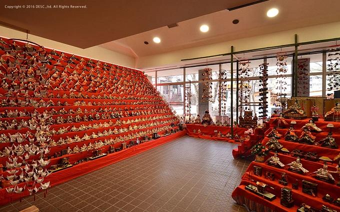 老神温泉ひな祭り、幅6.7m×高さ3mの15段のひな段
